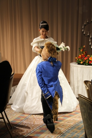 美女と野獣のパターンでの結婚式に。野獣は妹が。