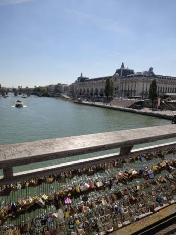 橋からオルセーを見る!