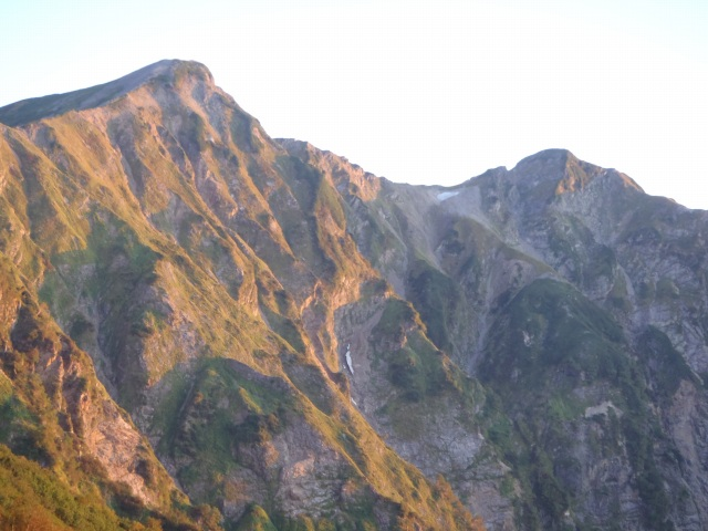 朝日の鹿島槍ヶ岳