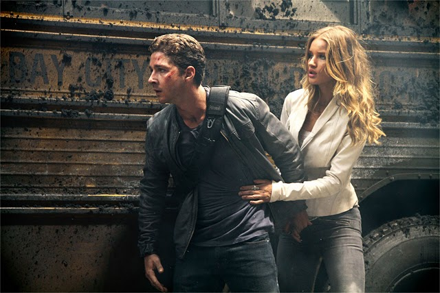 Transformers-Dark-of-the-Moon-Shia_LaBeouf-Rosie_Huntington-Whiteley-2.jpg