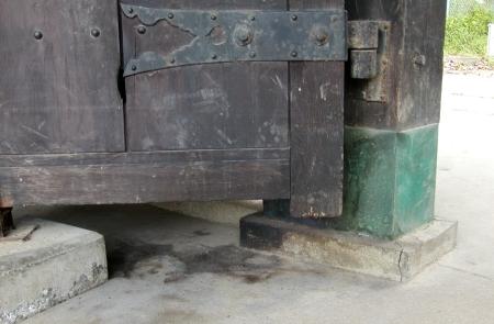 旧聞に属する話2010-名島門ボヤの跡