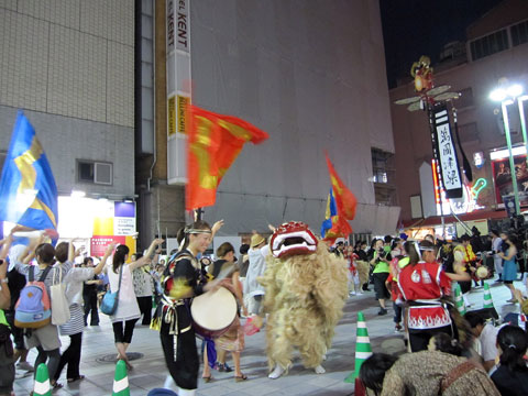 歌舞伎町広場前3