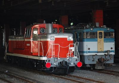 EF65 1127、DE10 3509