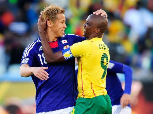 Samuel-Eto-o-Keisuke-Honda-Cameroon-World-Cup_2465613.jpg