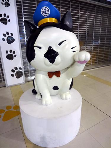 高鉄台中駅・台鉄新烏日駅猫行館