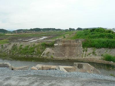 福島県新地町常磐線の新地駅方面を見ます