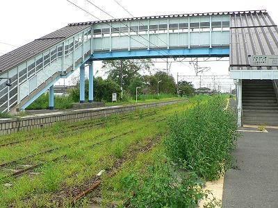 浜吉田駅です。ここも駅や線路は残っていました。でも雑草をみると列車が動いていないことがわかります。