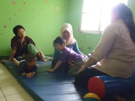 理学療法士の活動(親、スタッフ、子ども)