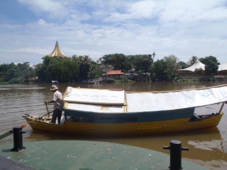 サラワク川の小舟