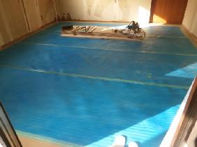 10畳洋室フロアー貼り完了養生