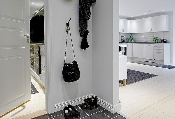 Hallway-Comfy-Apartment-Sweden.jpg