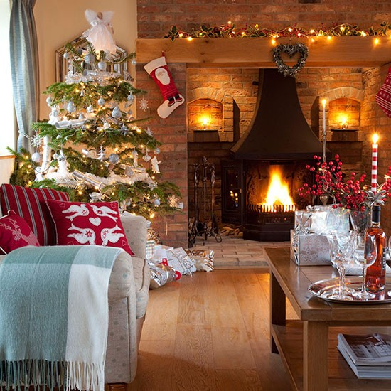 Natural-Brick-Christmas-Living-Room-25-Beautiful-Homes-Houstohome.jpg