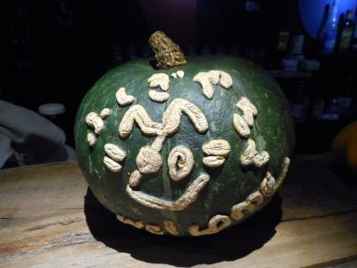 文字が浮かび上がったかぼちゃ