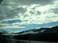 山の向こうは晴れているようだ