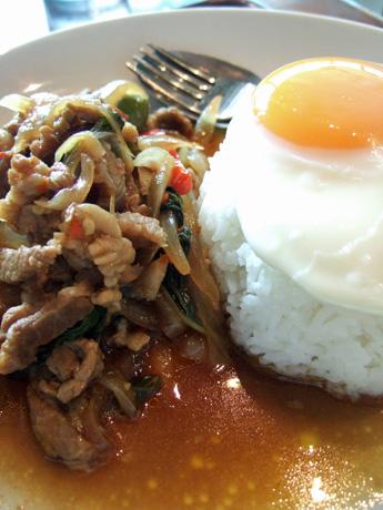 牛バジル炒めご飯
