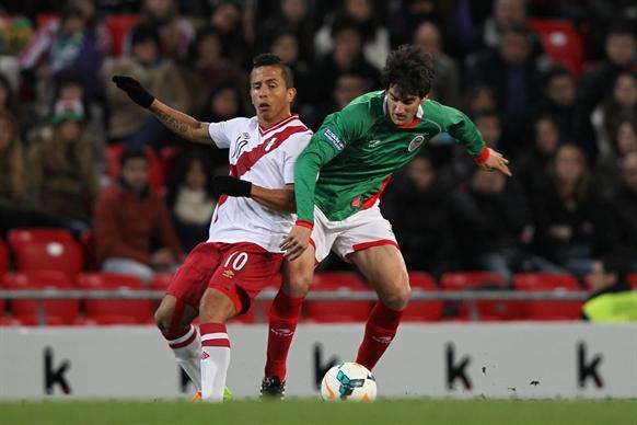 バスク対ペルー (50)