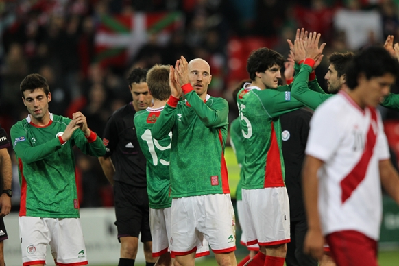 バスク対ペルー (57)