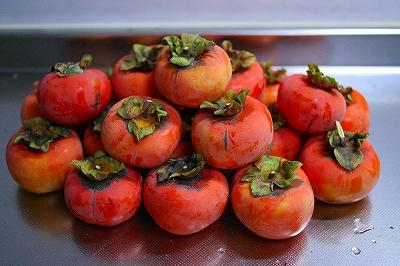 22個の熟した甘い柿たち。