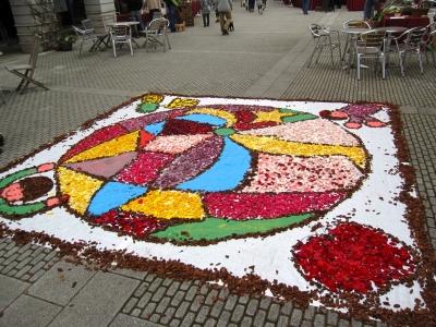 チューリップの花で描いた絵。