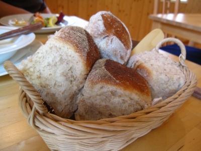 自家製ライ麦パン。激うま。