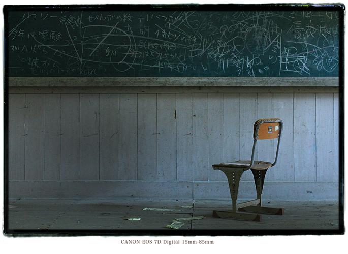 廃校の教室内1312kii01026.jpg
