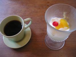 デザートセット(パンナコッタとコーヒー)