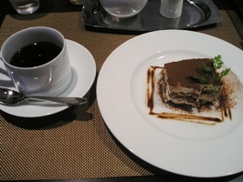 ティラミスとホットコーヒー
