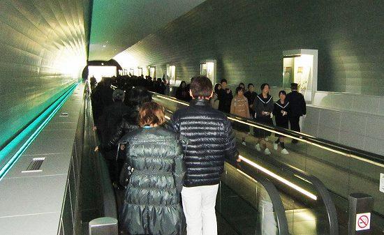 トンネル歩く歩道