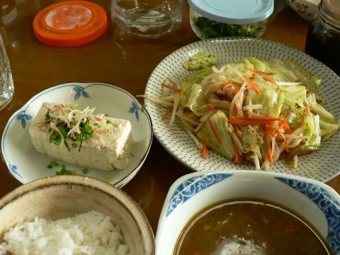 野菜炒めとカレースープとご飯
