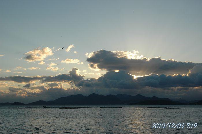 時化る海2