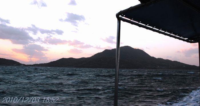 時化る海17