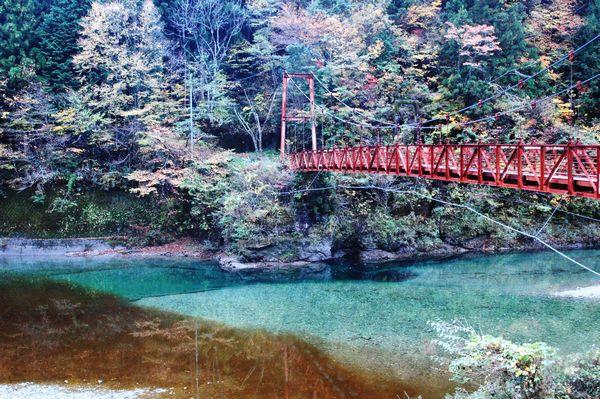 長沢貯水地にかかるつり橋