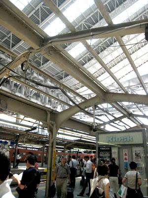 大阪駅ホーム屋根01