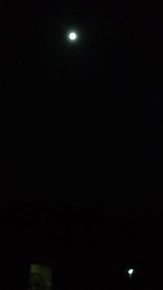 moon1_R.jpg