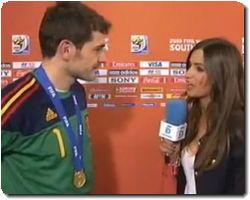 WORLD CUP 2010 Iker Casillas and Sara Carbonero KISS TRASLATION!!