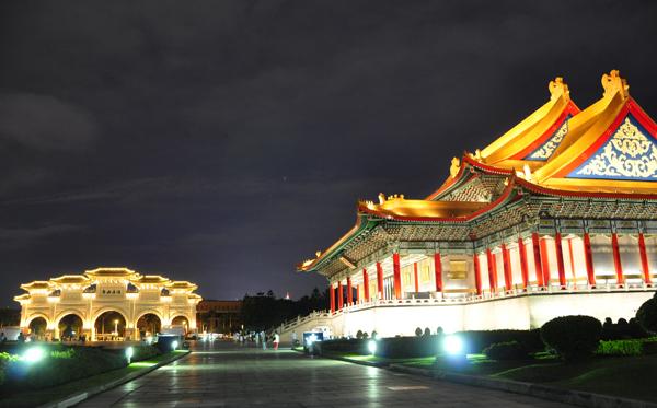 中正記念堂ライトアップ