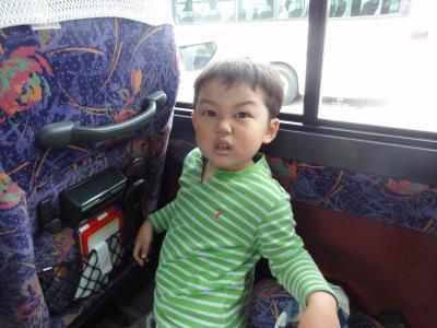 バスの中~。