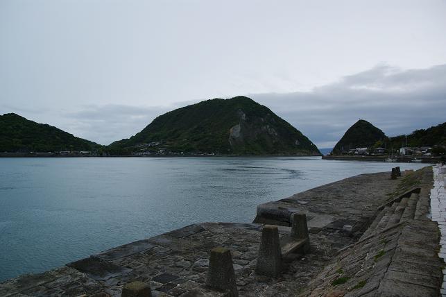 当時の石積みを残す三角西港