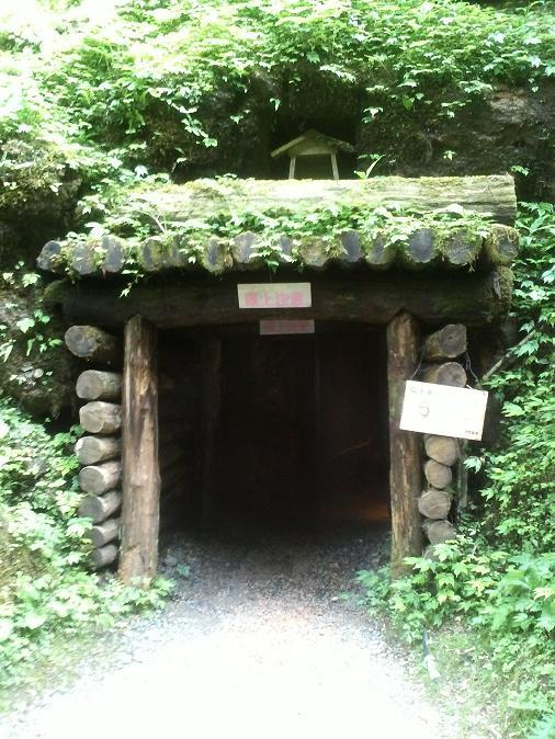 石見銀山地下坑道入り口