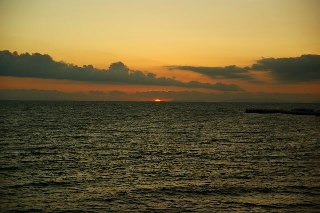 東シナ海の夕暮れを迎える