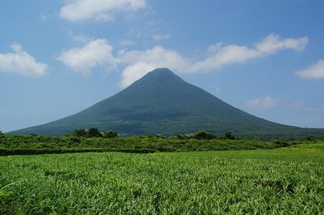 緑の開聞岳