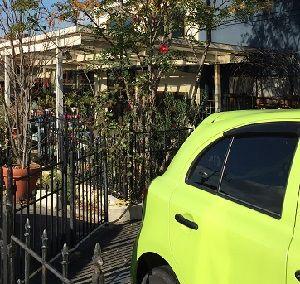 花屋の駐車場