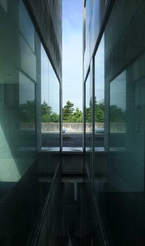 建物のスキマ1