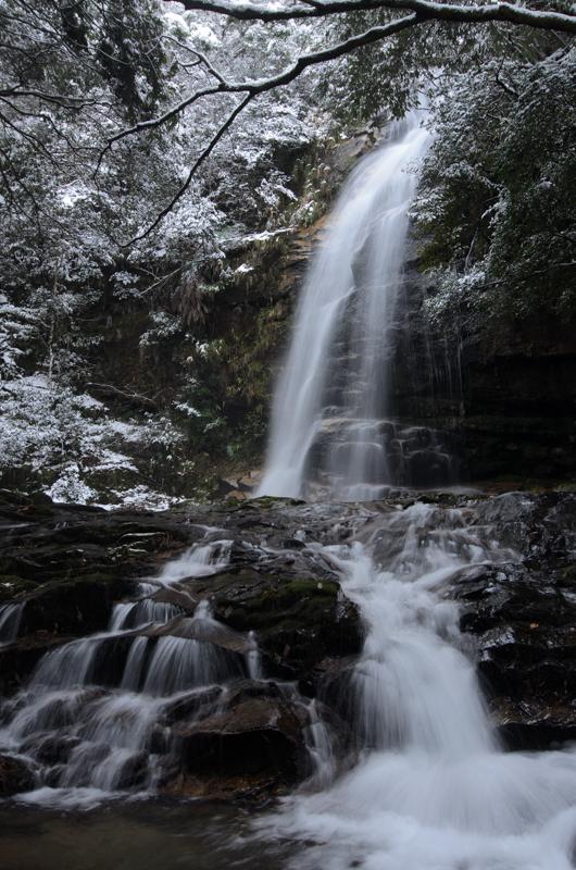 雪の赤馬滝