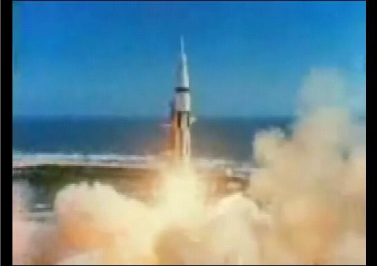 史上最強のロケット、サターンⅤを使ったアポロ計画では1961年5月5日、ついには地球以外の天体に足跡を刻んだ