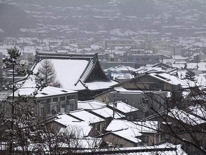 兼六園より眺めた冬の金沢の街並み