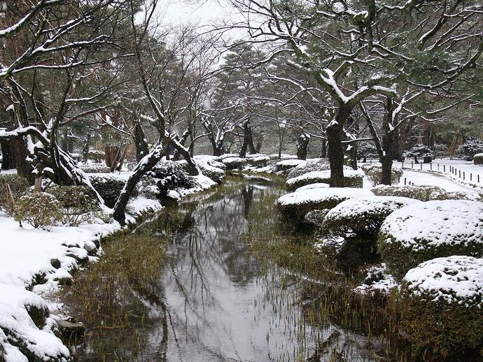 兼六園の曲水 「雪」