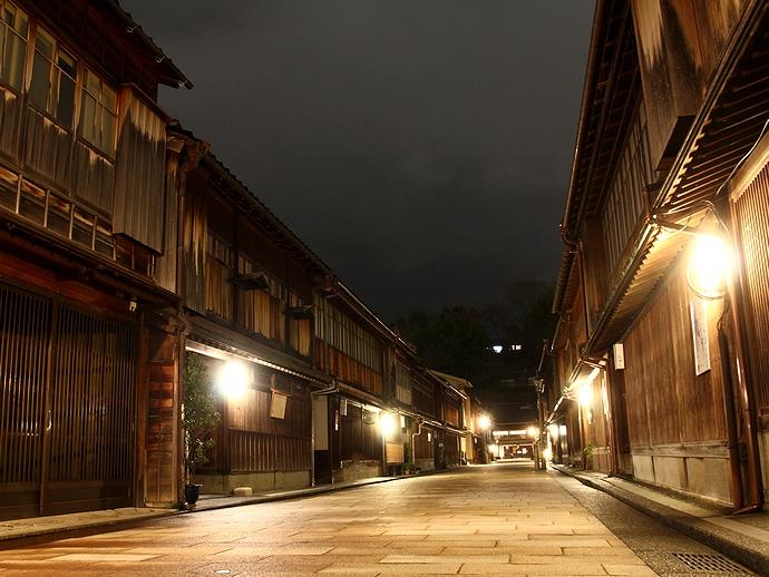 ひがし茶屋街の夜景(お正月)
