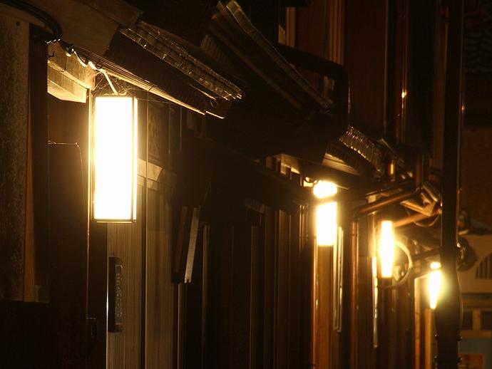 ひがし茶屋街の夜景 店先の灯り