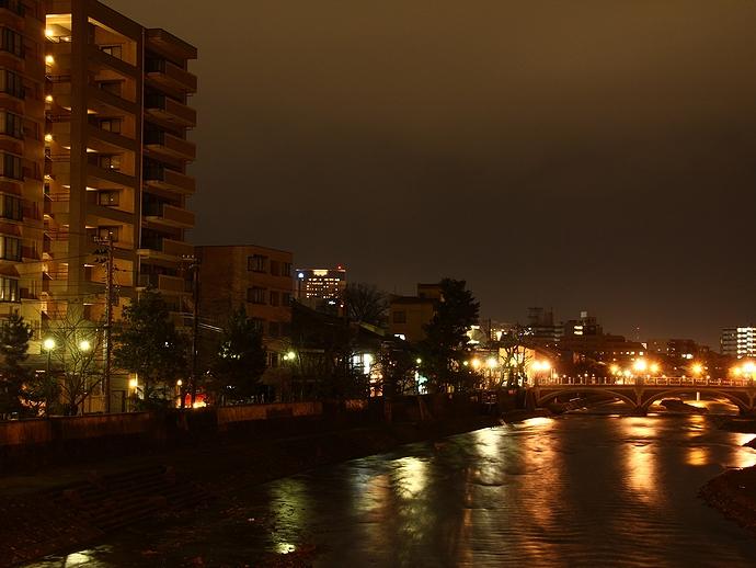 梅ノ橋より浅野川大橋の夜景を望む